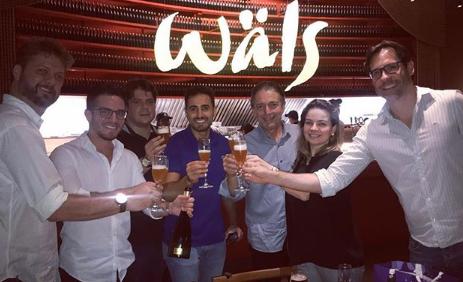 Comemorando-a-parceria-de-sucesso-com-a-Cervejaria-Wals-e-cocobambu-com-o-fundador-da-Wals-Jose-Felipe-1