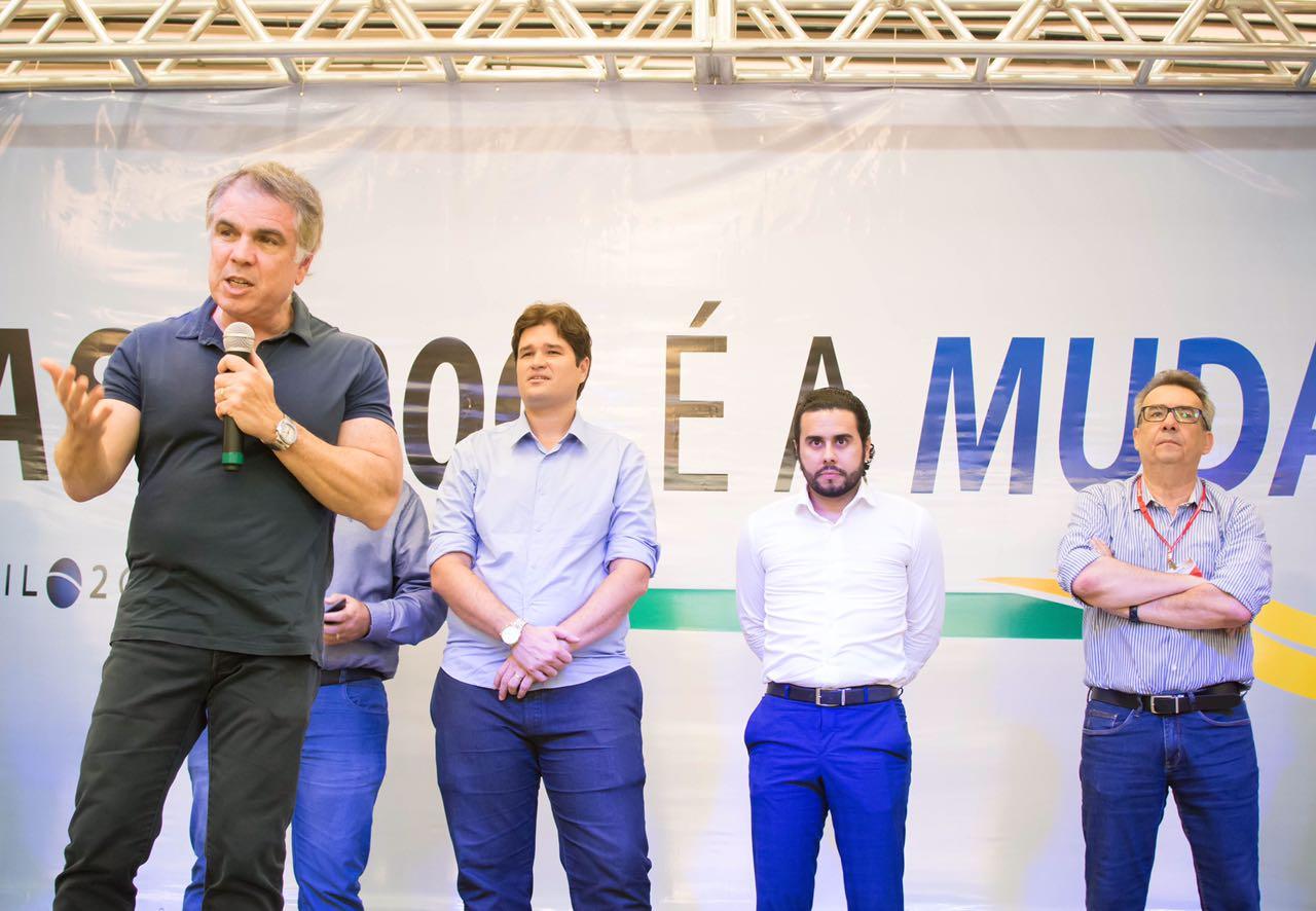 Flávio Rocha, CEO das lojas Riachuelo, desembarca em Fortaleza