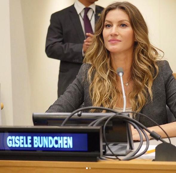 Gisele Bündchen participa do lançamento de bestseller ambientalista